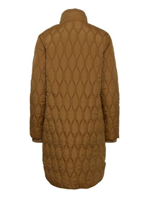 Super flot quiltet jakke i knælængde fra Fransa. Jakken har et smukt quiltmønster, høj hals, lynlås og lommer i siden med lynlås. Super fin som overgangsjakke.